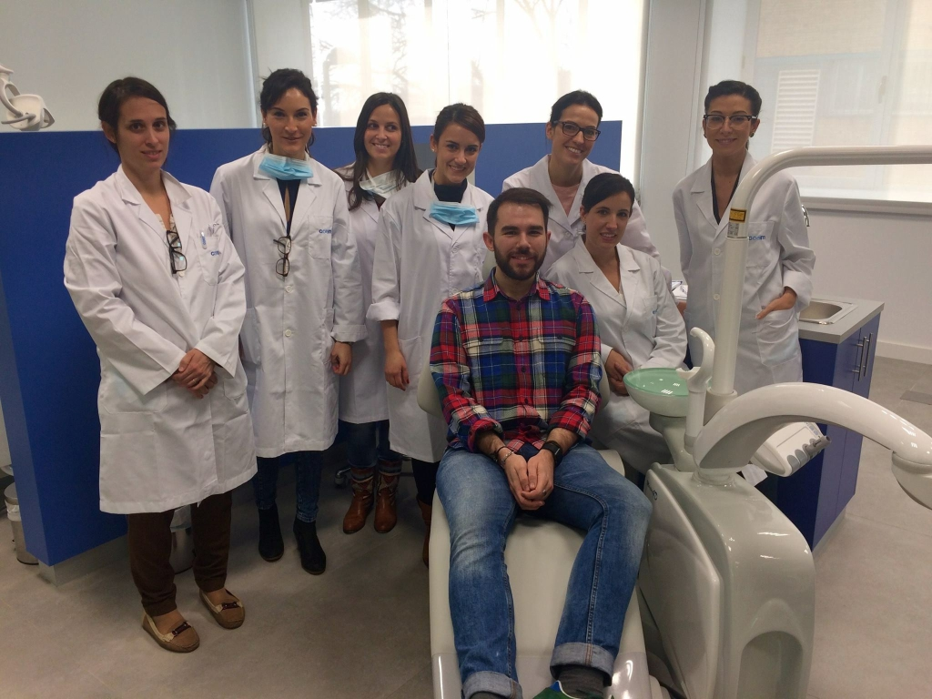 El grupo de doctores encargados de realizar las revisiones a los asistentes.