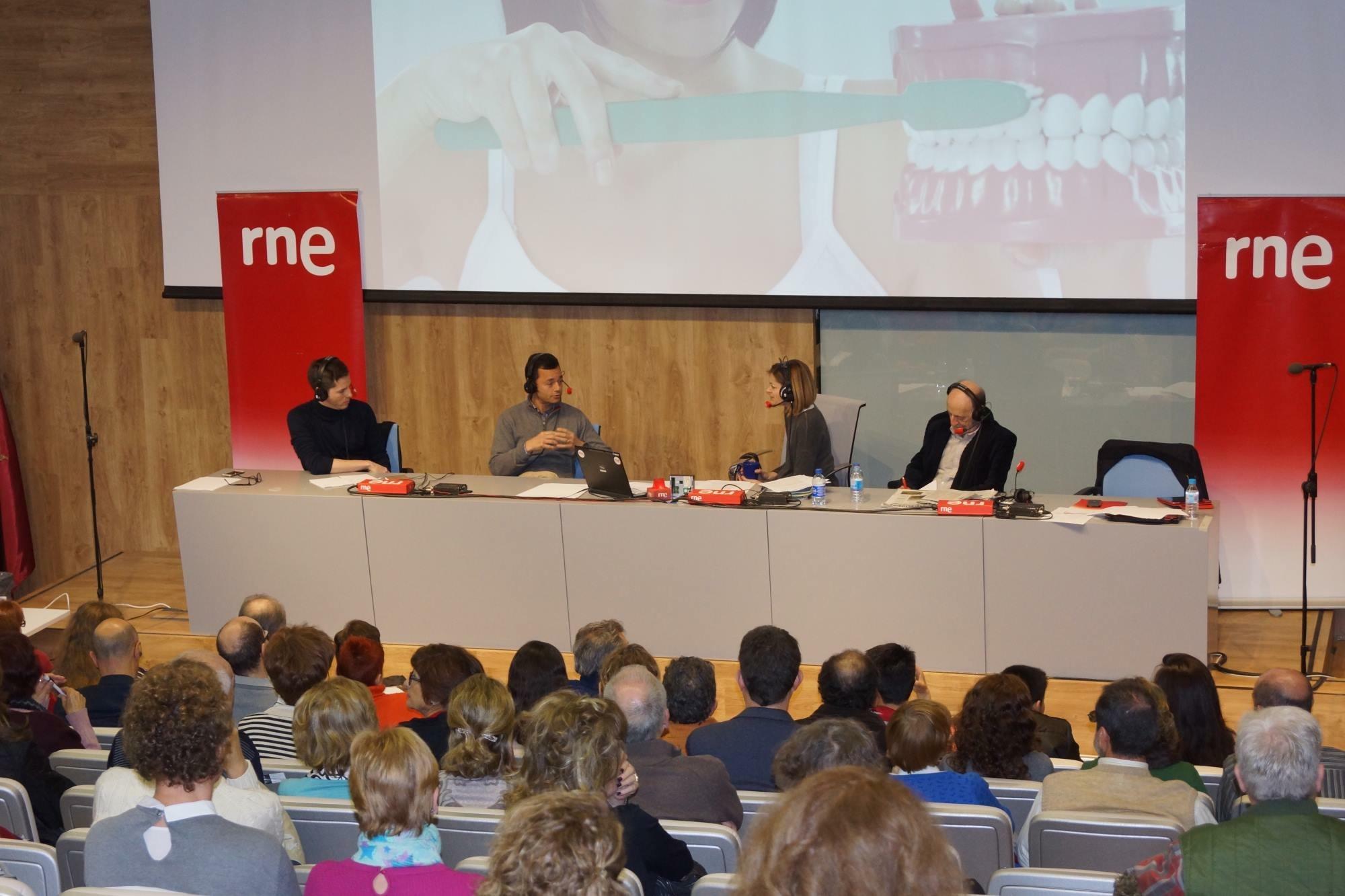 El Dr. Bruno Baracco y el Dr. Ramón Soto-Yarritu durante la entrevista con Pepa Fernández y Andrés Aberasturi